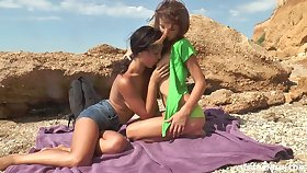 Duo gorgeous teens making out on be transferred to beach