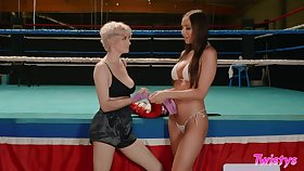 Knocking out orgasm in the ring after vibrant sex about lesbian foe