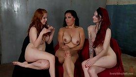 Milf bonk 2 girls close to a strapon